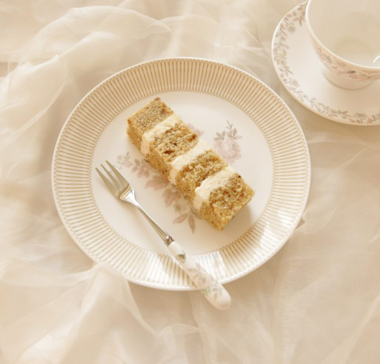 luxury wedding cake flavours in milton keynes finger portion with four layers