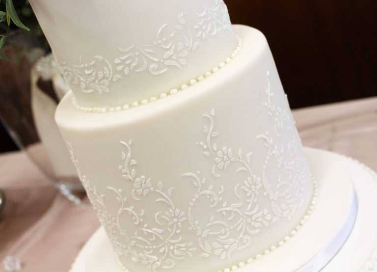 contemporary white wedding cakes in london