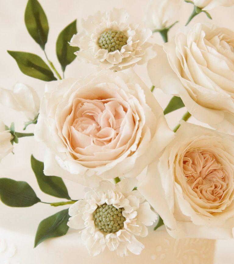 white wedding flowers for elegant wedding cakes in milton keynes