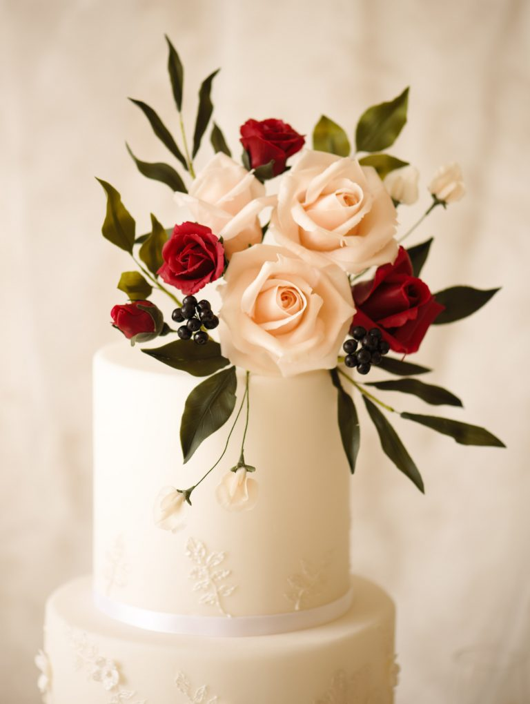 bespoke wedding cakes in hertfordshire loose and organic floral arrangement in rich tones for an autmnal wedding cake