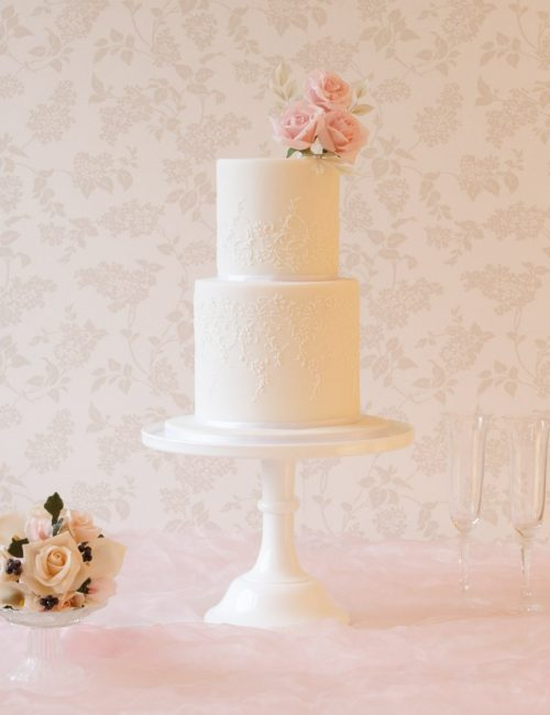 cake maker in milton keynes white wedding cake with blush pink roses